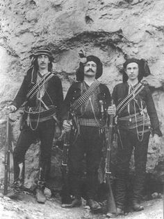 Portrait of Greek (Pontos) insurgents. About Costume of the people's militia, and of the brigands and bandits from the mountains in the Giresun-Trabzon region. Historical Clothing, Historical Photos, Armenian Military, Black Sea, Black And White, Churchill, Greek History, History Of Photography, Freedom Fighters