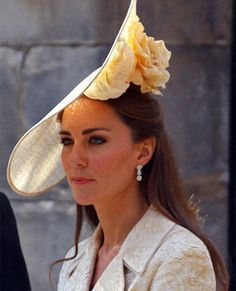 I don't know what kind of hat this is, but Duchess Catherine wears it beautifully (of course she wears all her hats beautifully).