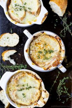 Easy Homemade FRENCH ONION SOUP - filled with caramelized onions, deep beef flavor then topped with gooey cheese! This French Onion Soup is a classic for the fall and sure to please any crowd! Homemade French Onion Soup, Classic French Onion Soup, Onion Soup Recipes, Healthy Soup Recipes, Healthy Eats, Delicious Recipes, Soups And Stews, The Best, Easy Meals