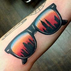 There's something kind of awesomely '80s about this tattoo by Richard Smith. Just picture the action-flick scene it invokes: A hero cop throws on these shades at sunset while staring at the New York City skyline as a single saxophone wails in the background. Roll credits. #refinery29 http://www.refinery29.com/nyc-inspired-tattoos#slide-5