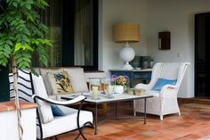 via Eclectic and charming best describe this beautiful home. It's thoughtfully decorated yet not overly contrived, it's spacious. Isabel Lopez, Dining Chairs, Dining Table, Outdoor Furniture Sets, Outdoor Decor, House Tours, Landscape Design, Beautiful Homes, Relax
