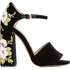 Rochas floral chunky heel sandals ($3,315) ❤ liked on Polyvore featuring shoes, sandals, black, chunky-heel sandals, heeled sandals, flower pattern shoes, rochas shoes and chunky black shoes