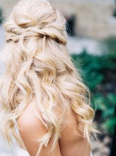 twisted blonde waves