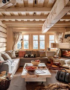 Ideas for Decorating a Family Room with Rustic Cabin Style Sweet Home, Cabin Interiors, Log Cabin Homes, Log Cabins, Rustic Cabins, Style At Home, Home Fashion, Design Case, Design Design