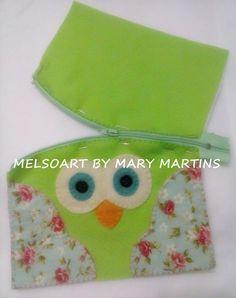 Lindas carteiras super coloridas , confeccionada em feltro, forrada, fechamento de ziper.