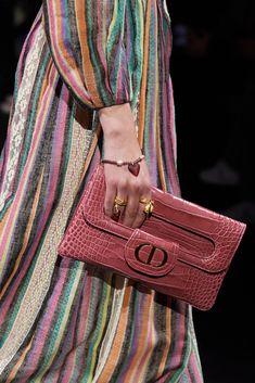 Christian Dior, Vogue Paris, Fashion Runway Show, Spring Fashion, My Style Bags, Dior Fashion, Fashion 2020, Luxury Fashion, Fashion Trends