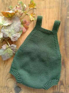 Knitting Patterns Ravelry: Fall Duo Baby Romper pattern by Sandra Magalhães Baby Knitting Patterns, Knitting For Kids, Free Knitting, Knitting Tutorials, Vintage Knitting, Crochet Baby, Knit Crochet, Baby Romper Pattern, Baby Overall