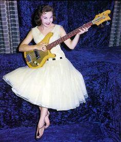 17 Fantastic Bass Guitar How To Play Bass Guitar Repair Kit Guitar Girl, Guitar Shop, Music Guitar, Guitar Tabs, Yamaha Bass Guitar, Fender Bass Guitar, Fender Guitars, Rickenbacker Guitar, Rickenbacker 4001