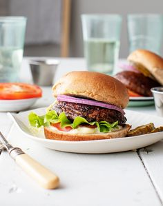 Portobello Mushroom Burger Grilled Portobello Mushroom Burgers are the BEST healthy dinner recipe for a cookout. Super flavor yet easy to make theyre delicious with classic burger fixings. A guaranteed hit with vegetarians and meat eaters alike! Portobello Mushroom Burger, Grilled Portobello, Best Healthy Dinner Recipes, Vegetarian Recipes, Vegetarian Cooking, Vegetarian Barbecue, Healthy Cooking, Summer Recipes, Healthy Eats