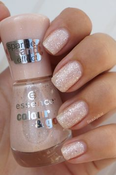 Essence Sparkle Sand Effect, liquid sands ~ Beautyill | Beautyblog met nail art, nagellak, make-up reviews en meer!