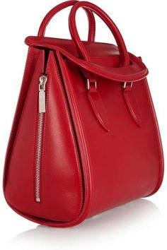 Alexander McQueen leather bag> Gorgeous - and in my fave color! Tote Handbags, Purses And Handbags, Leather Handbags, Beautiful Handbags, Beautiful Bags, Red Leather, Leather Bag, Alexander Mcqueen Bag, Fab Bag