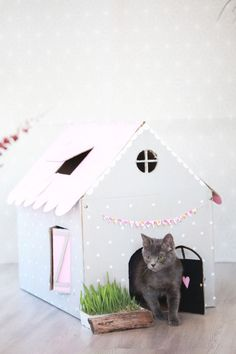 Cat on a Hot Cardboard Roof: DIY Inspiration for Cardboard Cat Houses - Cat Housepin Crazy Cat Lady, Crazy Cats, Cat Mansion, Cardboard Cat House, Cardboard Boxes, Cat House Diy, Cat Room, Cat Crafts, Cat Furniture