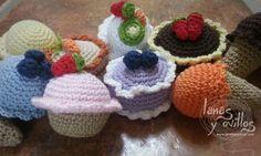 Mini Dulces Cupcakes Helados y Pastelitos Amigurumi - PAtrón Gratis enEspañol aquí: http://lanasyovillos.com/accesorios/mini_dulces