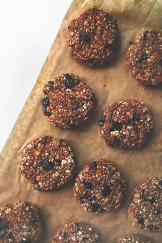 Będąc na diecie, częsty problem stanowią słodycze. Postanowiłem przygotować dietetyczne ciasteczka owsiane, które są idealną przekąską podczas odchudzania. Dessert In A Jar, Healthy Sweets, Sin Gluten, Vegan Recipes, Vegan Food, Muffin, Yummy Food, Cookies, Chocolate