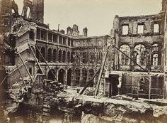 Hôtel de ville incendié, intérieur des cours, tiré en 1872   Photographe : Alphonse J. Liébert
