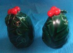 VTG CHRISTMAS LEFTON JAPAN GREEN HOLLY BERRY CERAMIC SALT PEPPER SHAKERS #1353