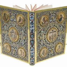 Masterfully handmade Gospel Book Cover used by the priests in the Greek Orthodox Churches for the liturgy. Beautiful Library, Altar Cloth, Orthodox Icons, Christianity, Decorative Boxes, Things To Come, Handmade, Pray, Holy Land