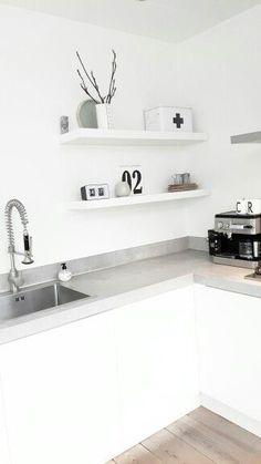 Kitchen shelfie - puristic, white, grey black ähnliche tolle Projekte und Ideen wie im Bild vorgestellt findest du auch in unserem Magazin
