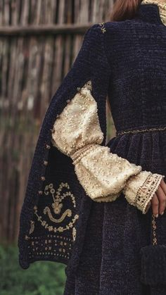 Pretty Dresses, Beautiful Dresses, Couture, Character Outfits, Historical Clothing, Costume Design, Traditional Dresses, Queen, Aesthetic Clothes