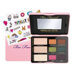 Totally Cute Cute Cofanetto di ombretti con sticker di Too Faced su Sephora.it