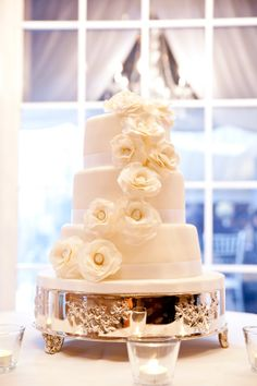 White wedding cake by Vineyard Sweets at Chateau des Charmes winery - Gemini Photography Ontario