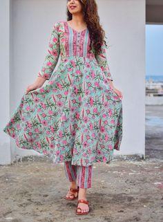 Green and pink floral gathered anarkali kurta set Kurta Designs Women, Kurti Neck Designs, Kurti Designs Party Wear, Indian Designer Outfits, Indian Outfits, Designer Dresses, Indian Gowns, Cotton Anarkali, Dress Indian Style