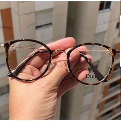 glasses frames for women latest trends Cute Glasses Frames, Womens Glasses Frames, Round Lens Sunglasses, Cat Eye Sunglasses, Sunglasses Women, Glasses Trends, Lunette Style, Videos Instagram, Fashion Eye Glasses