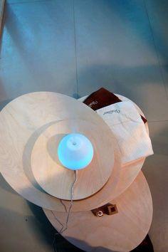 Tavolino laterale in legno piano elicoidale (di Blocco Arreda)