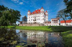 Jednym z najciekawszych pałaców położonych w Kotlinie Jeleniogórskiej jest pałac w Wojanowie. Rezydencję wzniesiono w XVII w.