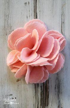 How to Make a Felt Flower Wreath #feltflowers