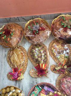 Indian Wedding Gifts, Desi Wedding Decor, Wedding Gifts For Groom, Wedding Stage Decorations, Wedding Gift Wrapping, Wedding Crafts, Wedding Plates, Wedding Boxes, Wrapping Gift Baskets