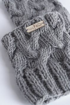 These taupe colored leg warmers will look great with your cool weather wardrobe. Even better, they will keep your legs nice and warm.  100% Merino