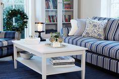 leicht und luftig eingerichtetes Wohnzimmer