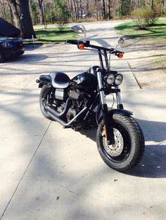 2008 Harley Davidson Dyna Fat Bob all blacked out with 10 in handle bars & 3 in pull back.