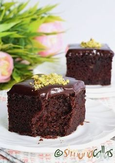 Negresa cu banane ciocolată si fistic Easy Cake Recipes, Sweets Recipes, Baking Recipes, No Cook Desserts, Vegan Desserts, Bakery Shop Design, Dessert Drinks, Something Sweet, Brownies