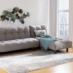 Colțarul Giada garantează confortul de care aveți nevoie și este ideal pentru multe idei de amenajare a spațiului interior al casei voastre, datorită versatilității acestuia. #mobexpert #mobexpertblackfriday #reduceri #canapele #coltare Living, Design Case, Handmade Decorations, Black Friday, House Design, Couch, Interior, Furniture, Home Decor