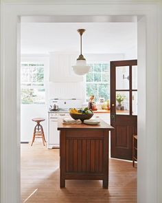 Home Remodel Floors House Tour :: A Classic Connecticut Cottage - coco kelley coco kelley.Home Remodel Floors House Tour :: A Classic Connecticut Cottage - coco kelley coco kelley Apartment Kitchen, Home Decor Kitchen, Country Kitchen, Kitchen Dining, Kitchen Ideas, Dining Room, Kitchen Interior, Kitchen Island, Refacing Kitchen Cabinets