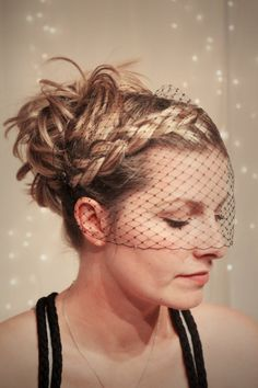 This is a guided tutorial for making a bandeau bridal veil courtesy of Hitched In GJ.
