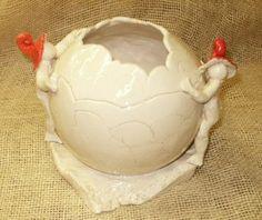 Vase boule céramique blanche  lutins à bonnets rouges