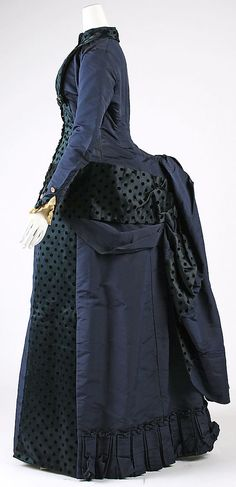 Dress    Date:      early 1880s  Culture:      American  Medium:      silk  Dimensions:      Length at CB (a): 53 in. (134.6 cm) Length at Side Seam (b): 42 7/8 in. (108.9 cm)