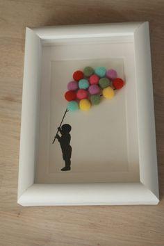 Cadre pour à poser ou à suspendre décorer une chambre d'enfant, motif silhouette de petit garçon portant une multitude de ballons multicolores en mousse. Dimensions éxtérieur - 17478653