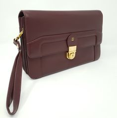 This luxury classic men's business handbag is for those, who use the handbags for business meetings, but do not have to carry so much with them. In this bag you will have enough place for all needed business equipment. Leather Chain, Real Leather, Leather Bags, Classic Man, Bordeaux, Messenger Bag, Christian Louboutin, Satchel, Handbags