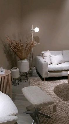 Scandinavia sofa. Living room inspiration. Mirror. Decoration. Story table. Filmed by Mauritz Interior & Design at Bolia Bodø City nord Norge.