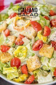 Creamy Italiano Salad - Romaine, tomatoes, thinly sliced seedless cucumbers, sliced banana peppers, croutons and homemade Creamy Italiano dressing. Over The Top, Party Salads, Salads For Dinner, Salad Recipes For Dinner, Dinner Healthy, Pumpkin Risotto, Homemade Lasagna, Romaine Salad, Stuffed Banana Peppers