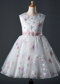 Magbridal In Stock Exquisite Tulle Jewel Neckline Ball Gown Flower Girl Dress With Lace Appliques & Beadings & Embroidery Blush Flower Girl Dresses, Little Girl Dresses, Girls Dresses, Prom Dresses, Kids Frocks Design, Girls Party Dress, Dress Silhouette, Ladies Dress Design, Cute Dresses