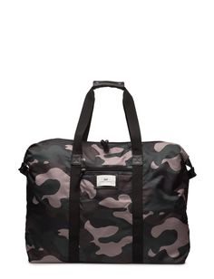 DAY - Day Gweneth P Camo Weekend Double carrying handles Inner zip pocket Top zip closure The Gweneth is a DAY staple piece that combines femininity and functionality.