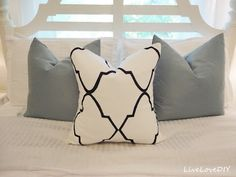 Black & White Stencil Pillow - made with a #Sharpie! #DIY #stencil #pillow