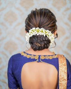 Indian Bun Hairstyles, Classy Hairstyles, Messy Bun Hairstyles, Bride Hairstyles, Hairstyle Ideas, Fairytale Hair, Different Hair Types, Hair Buns, Hair Decorations