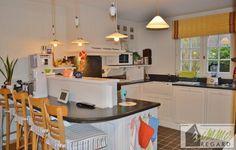 """House for rent in Genval - 250m² - 2 950 € - Logic-immo.be - No English translation was found for this ad.                         Dans un clos privatif, calme, à proximité du centre commercial """"La Mazerine"""", voici une jolie villa de type """"Cottage"""", enti..."""