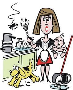Ama de casa ocupada en múltiples oficios y cuidando el bebé. Foto de archivo.